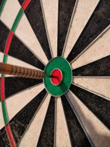 Dart im Bullseye
